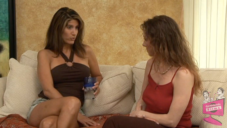 Mature lesbian Bibette Blanche makes Deauxma squirt -