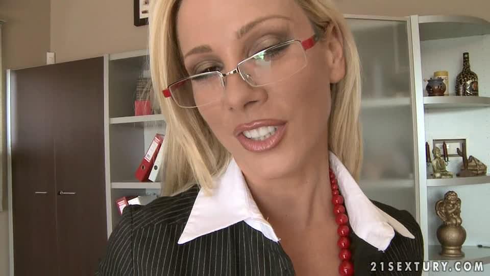 secretary-deepthroat-gif-hot-suck-cock-gif