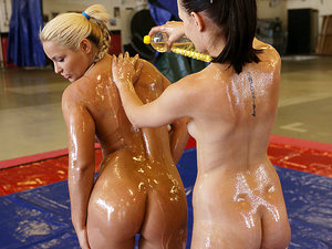 NudefightClub presents Leda vs Lana S, Scene #01