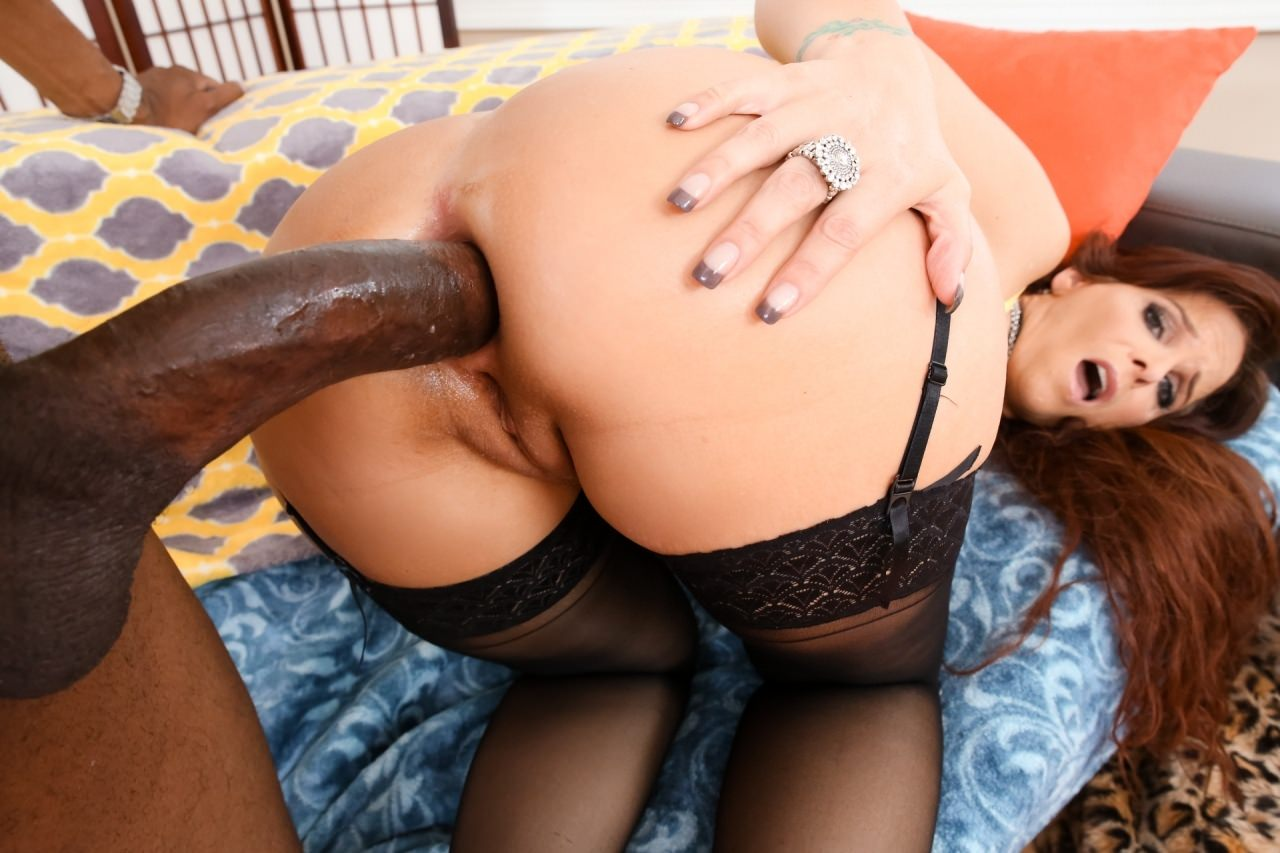 Screenshot 4 from the Le Wood's Anal Monster Black Cock Sluts 2: MILF Edition