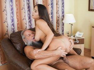 Agata fucks grandpa albert - 4 3