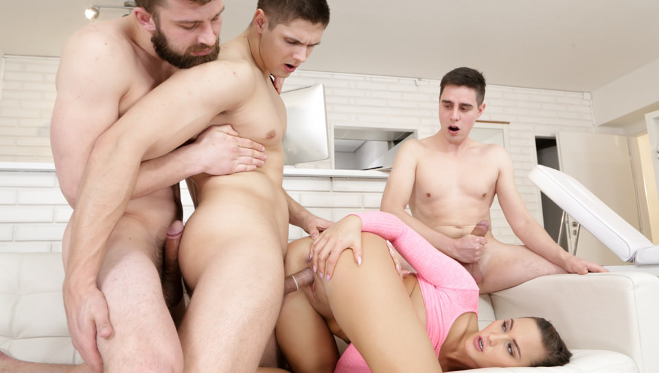 Keep It in the Family – Naomi Bennet, Steavn, Nico A, Tomas Fuck