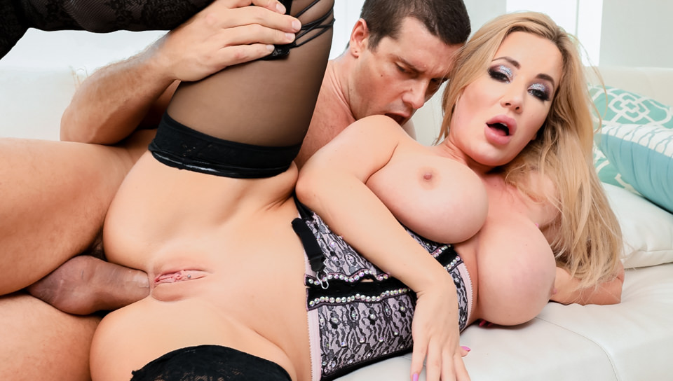 Savannah Bond: Big Boobs, Anal, Squirt
